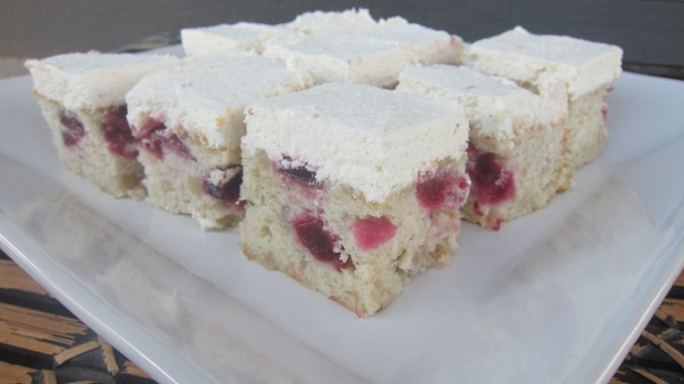 Roasted_Banana_Cherry_Cake_Hamel (620x348)
