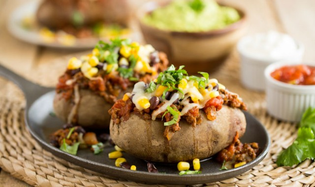 Chili Loaded Baked Potatoes | Food Bloggers of Canada