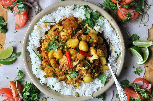 20 Minute Meals Vegetarian Cauliflower Potato Curry | Food Bloggers of Canada