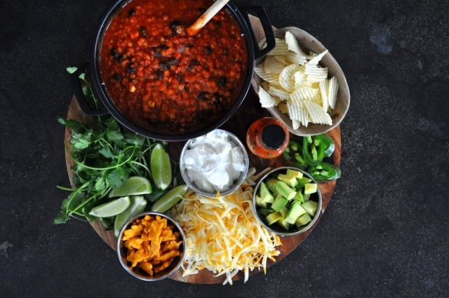 On Board in 20: Vegetarian Lentil Chili Board | Food Bloggers of Canada