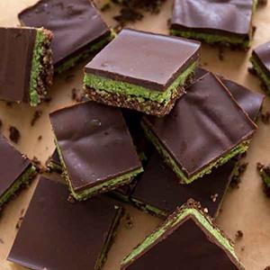 Minty Matcha Nanaimo Bars (Vegan) | Cupcakes & Kale