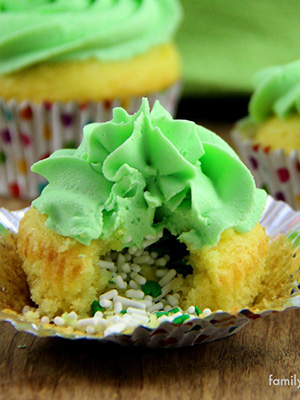 Leprechaun Treasure Cupcakes | Family Food and Travel