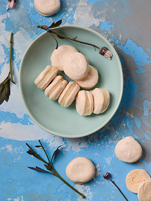 Eggless Macarons With Sriracha Flavour | Cooking Sutra