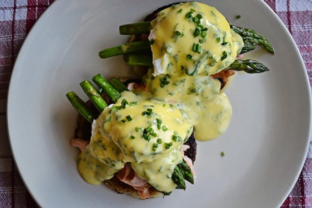 Irish Eggs Benny with Potato Farls | Food Bloggers of Canada