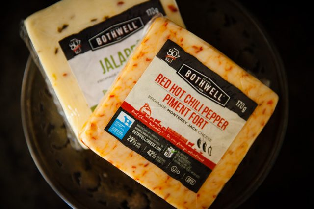 Bothwell Jalapeño and Red Hot Chili Pepper Flavoured Cheeses