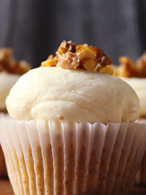 Brown Butter Banana Cupcakes with Cream Cheese Frosting | By Jaclyn