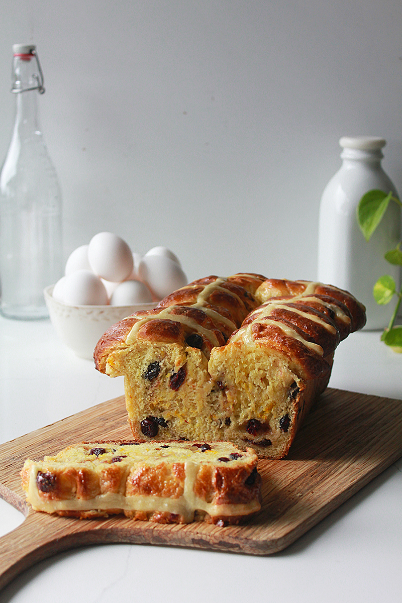 Hot Cross Bun Loaf | Oh Sweet Day