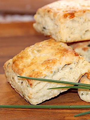 Asiago Cheese and Chive Scones | Urb'n'Spice
