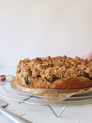 Vegan German Rhubarb Crumble Cake (GF) | Valises & Gourmandises