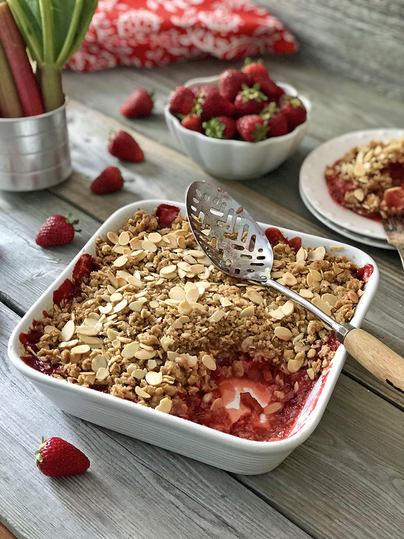 Strawberry Rhubarb Crisp | The Kitchen Fairy