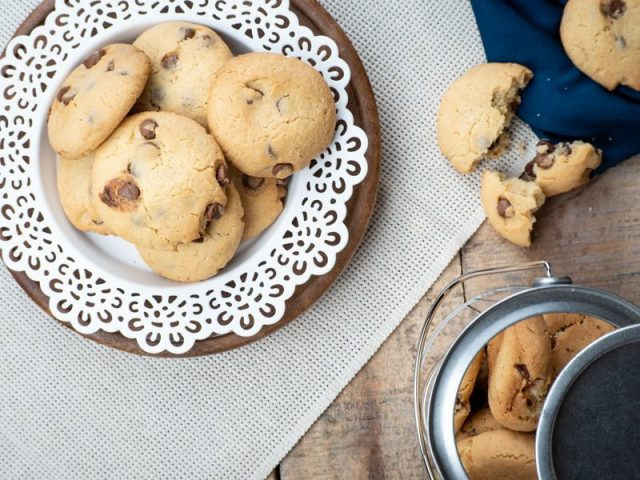 Chocolate Chunk Almond Cookies | In The Kitch