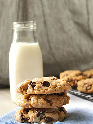 Brown Butter Oatmeal Chocolate Chip Cookies | By Jaclyn