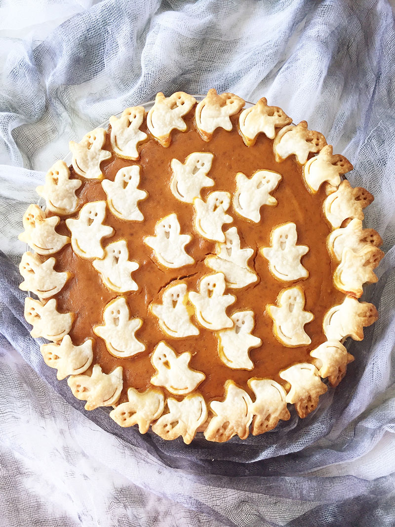 Halloween Pumpkin Pie | A Pretty Life