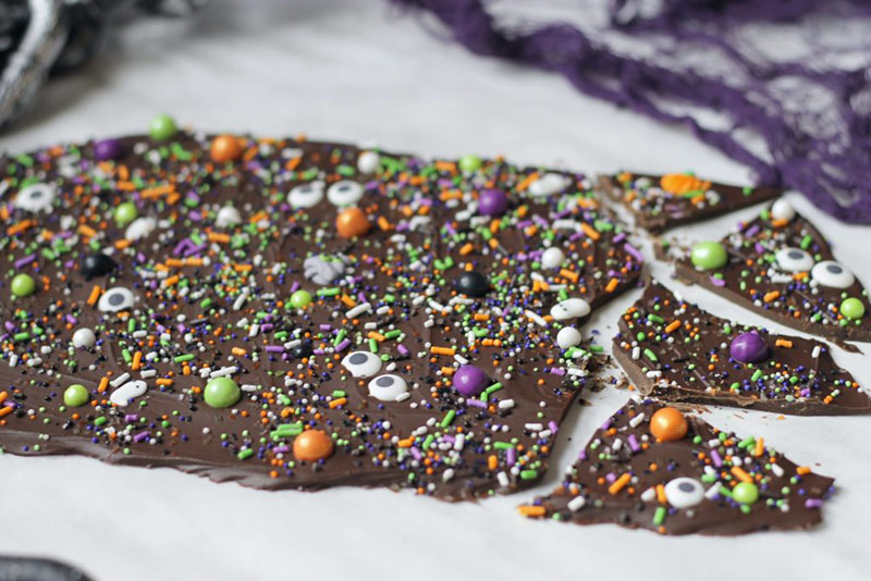 Spooky Halloween Chocolate Bark | The Olive Blogger
