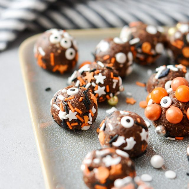 Healthy Halloween No Bake Brownie Bites | Meal Plan Addict
